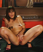Chained, pegged, vibed and machine fucked in live show